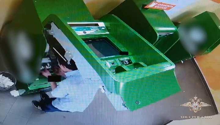 Вскрывший банкомат мигрант похитил ячейку для сбора фальшивых купюр