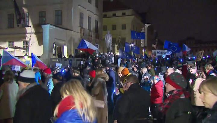 В Чехии митингующие требуют отставки действующего правительства