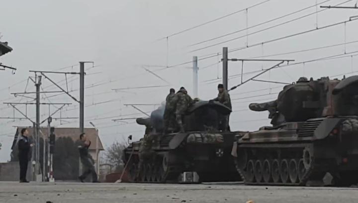 Румынский военный погиб от удара током во время разгрузки боевой техники. Видео