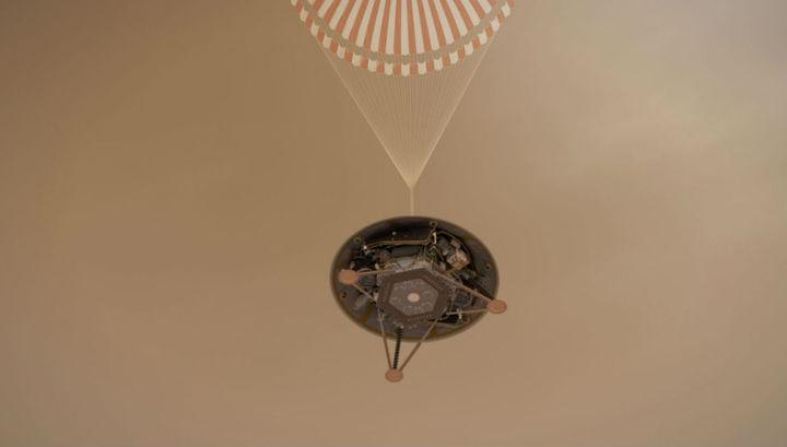 Севший на Марс аппарат несёт на борту сейсмограф и другие инструменты для изучения внутреннего строения Красной планеты.