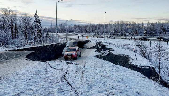 Мощные подземные толчки на Аляске сняли на видео