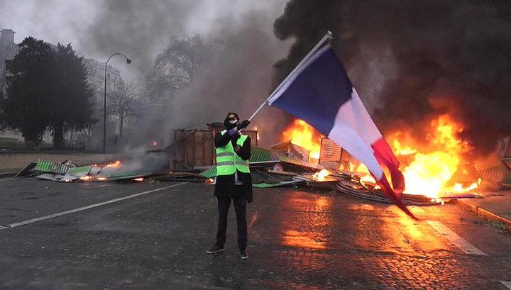 Жертвами погромов во Франции стали три человека