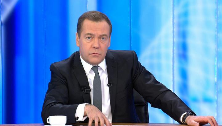 Медведев: мы переломили тренд на падение доходов, но упиваться не надо