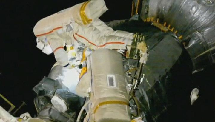 """Космонавты добрались до отверстия в обшивке """"Союза"""""""