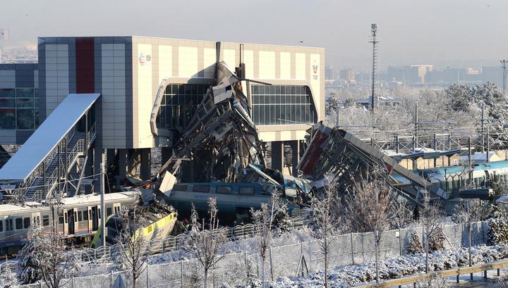 В Турции поезд врезался в маневровый локомотив: есть жертвы