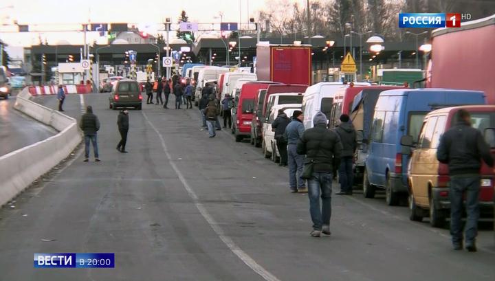 Украинцы бегут от военного положения за границу