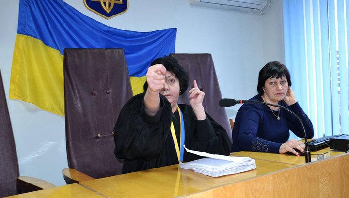"""Истинное лицо украинского правосудия: судья в Запорожье показала адвокату """"фигу"""""""
