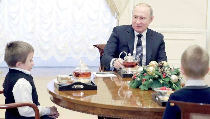 Путин встретился с мальчиком, которому обещал полет на вертолете