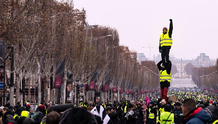"""Во Франции ослабел накал манифестаций """"желтых жилетов"""""""