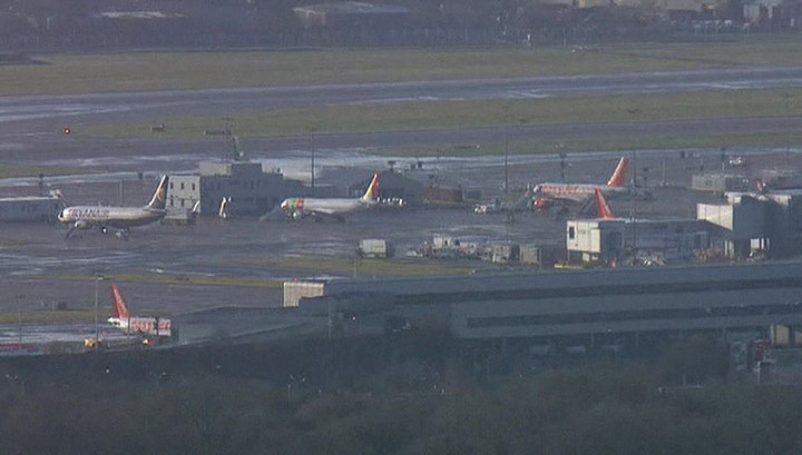 Заложниками двух дронов в аэропорту Лондона стали 110 тысяч человек
