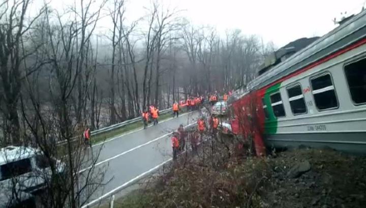 Под Туапсе с рельсов сошли два вагона электрички