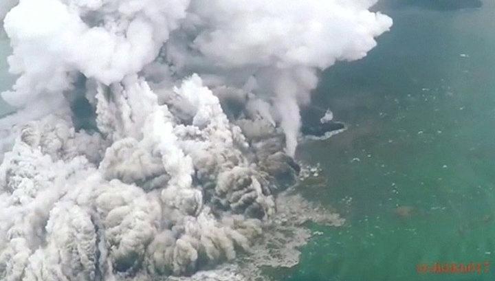 Наделавший бед вулкан Кракатау вновь угрожает Индонезии