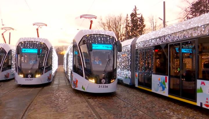 Московский транспорт украсили к Новому году