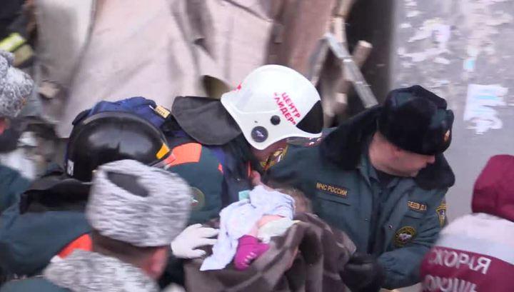 В Магнитогорске под завалами нашли живого младенца