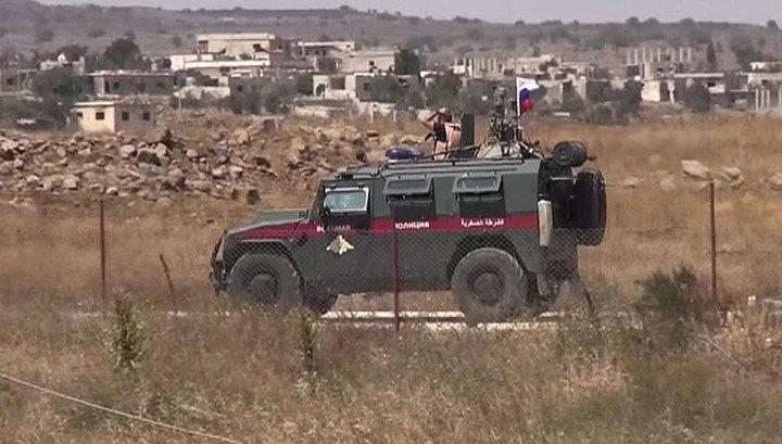 Российская военная полиция патрулирует зону безопасности на севере Сирии