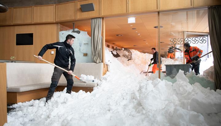 Лавина накрыла ресторан при отеле в Швейцарских Альпах