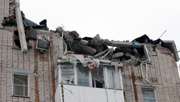 Под завалами разрушенного дома в Шахтах остаются шесть человек