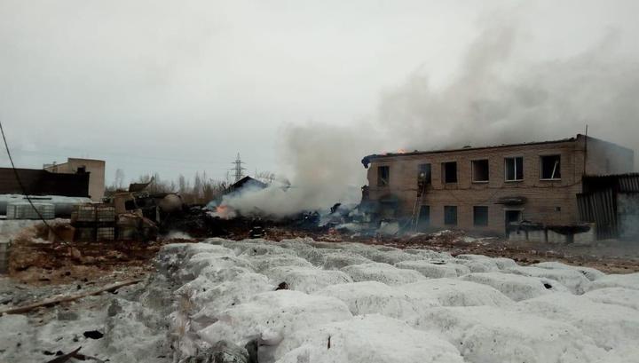 Начало пожара на химзаводе в Кингисеппе попало на видео