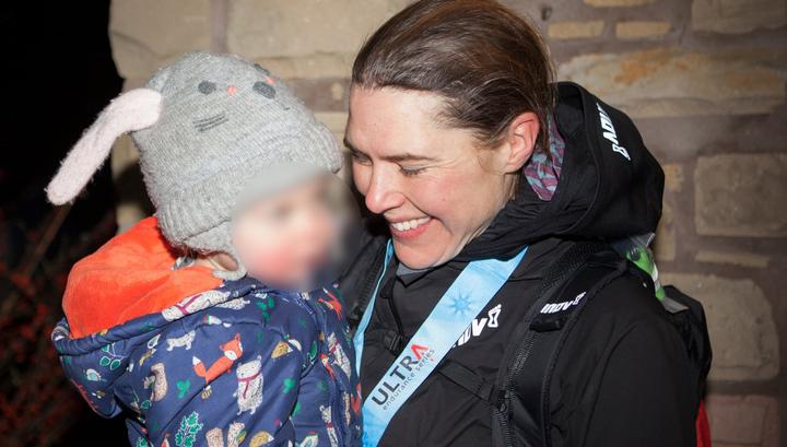 6588e33fecf8 Вести.Ru  В Британии кормящая мать пробежала 430 километров и стала ...