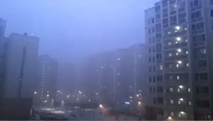 Гром и молния в снегу: москвичи наблюдали редкое природное явление