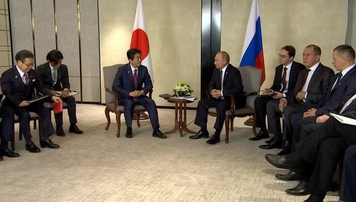 Путин и Абэ начали переговоры в Кремле