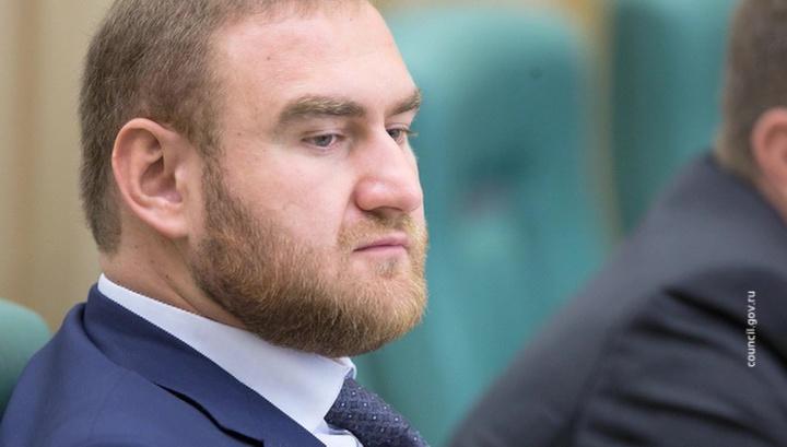 Арашуков единогласно лишен звания сенатора