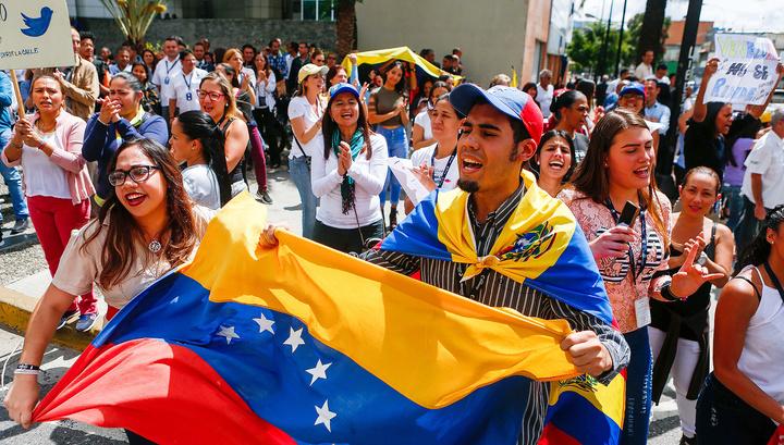 Журналистка RT Redfish ранена венесуэльскими оппозиционерами