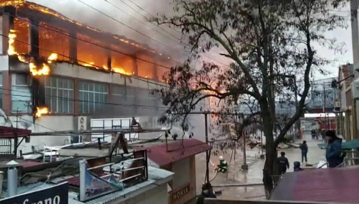 Пожар в Кизляре: сгорели два соседних торговых центра