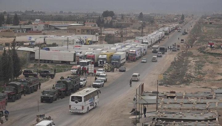 """В сирийский лагерь беженцев """"Рукбан"""" прибыл гуманитарный конвой России и ООН"""