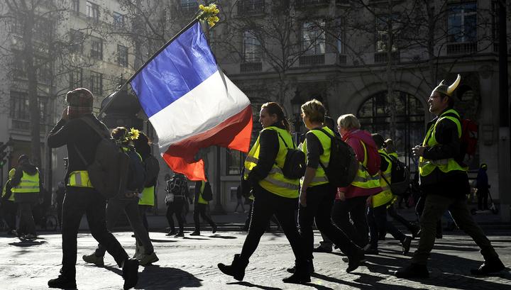 """Во Франции """"желтые жилеты"""" громят депутатов и суды"""