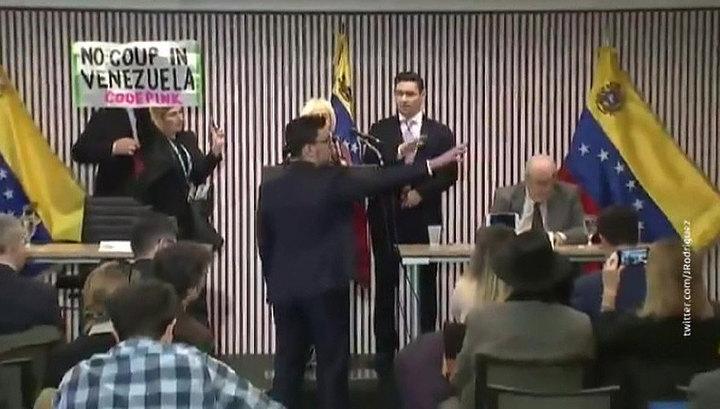 В Вашингтоне активисты прервали выступление представителя Хуана Гуайдо