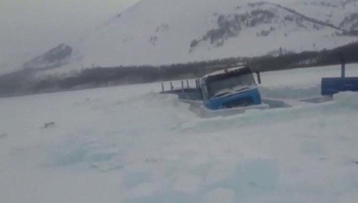 В Якутии под лед провалились большегрузы