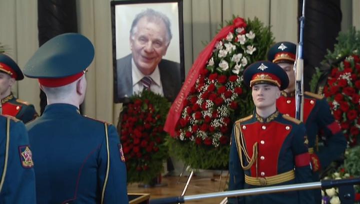 В Петербурге прощаются с Жоресом Алферовым