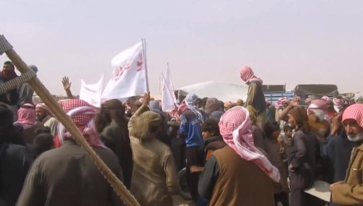 """За выход из лагеря """"Эр-Рукбан"""" с беженцев берут 300 долларов"""