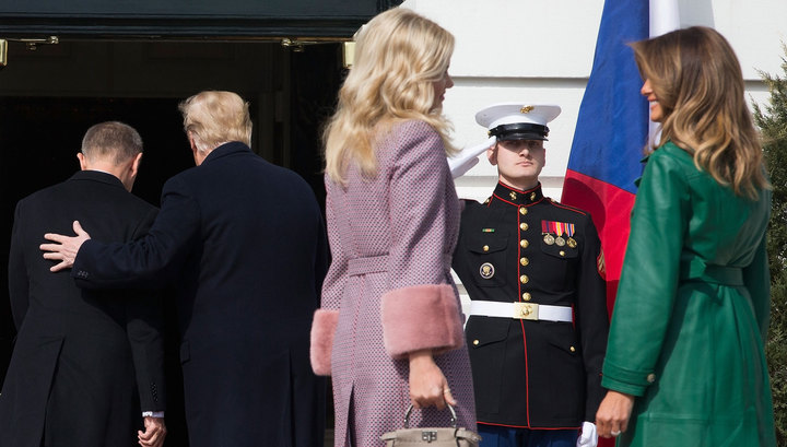 Увидев друг друга, Трамп и Бабиш забыли о женах