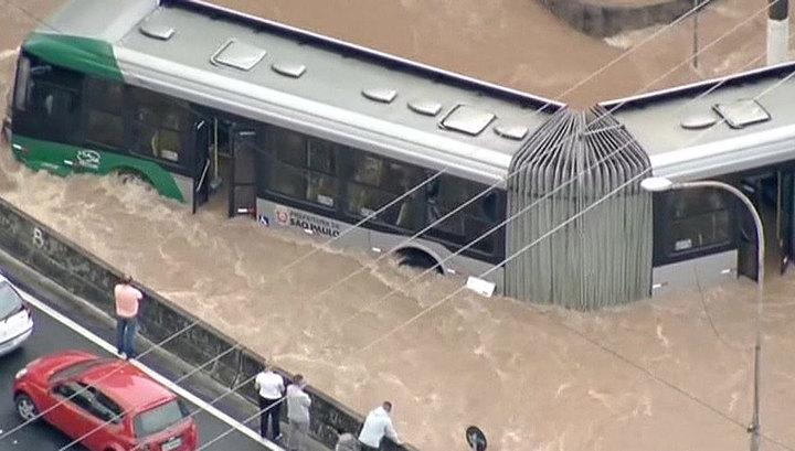 Жертвами наводнения в Бразилии стали 12 человек
