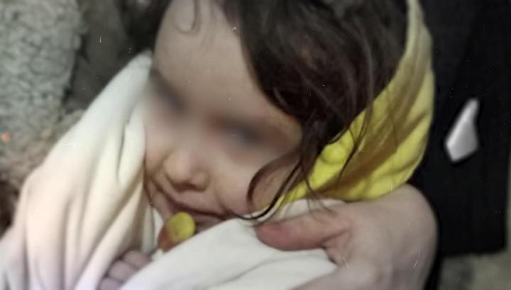Мать, оставившую девочку одну в квартире, обвиняют в покушении на убийство