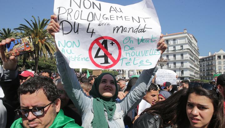Студенты Алжира митингуют против отсрочки президентских выборов
