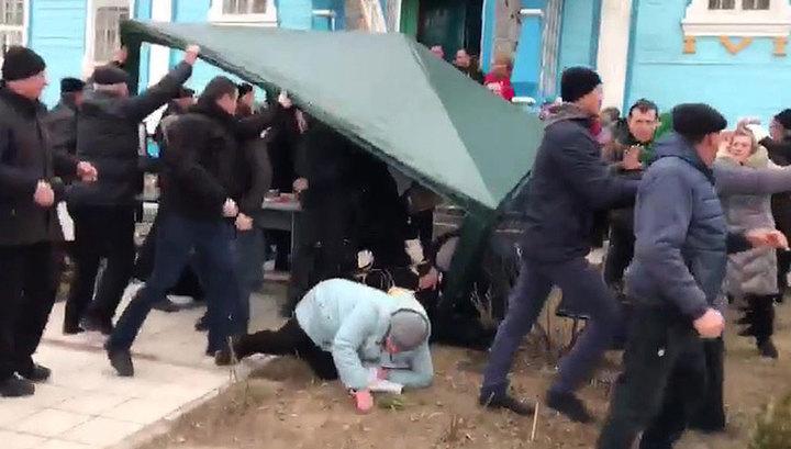 Украинские раскольники атаковали храм в селе Лука-Мелешковская