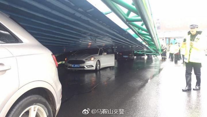 От урагана в Китае пострадали десятки людей, нанесен ущерб на сотни миллионов долларов