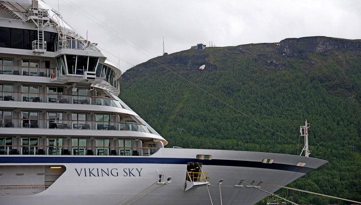 Норвежский круизный лайнер с 1,3 тысячи пассажиров подал сигнал бедствия