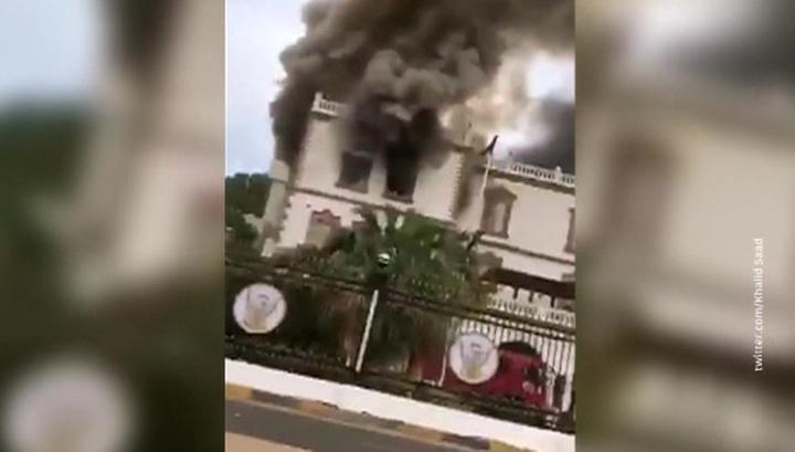 В Хартуме загорелся президентский дворец