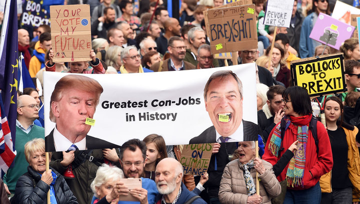 Brexit: британцы митингуют, власти подготовили спецбункер