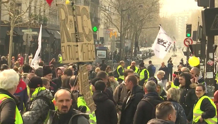"""Для противодействия """"жилетам"""" на улицы Парижа вышел спецназ"""