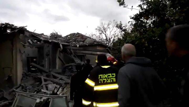 В результате попадания ракеты в дом в израильском поселении шесть человек пострадали