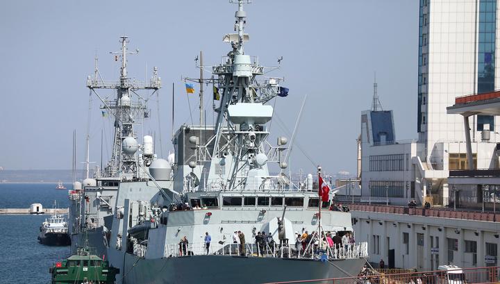 НАТО обещает отправить свои корабли в Черное море для защиты судов Украины