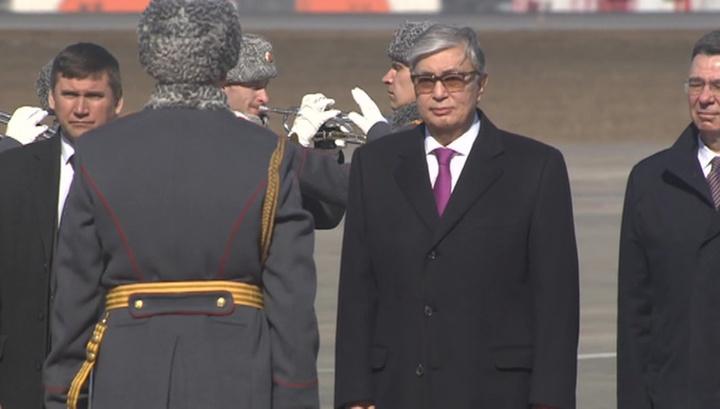 Новый президент Казахстана прибыл с первым зарубежным визитом в Москву