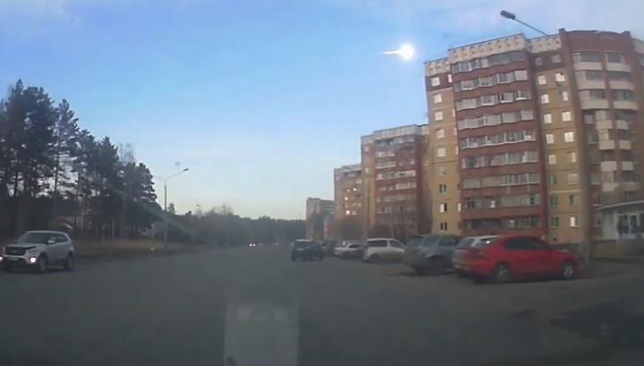 Жители Красноярского края публикуют в Сети видео с метеоритом