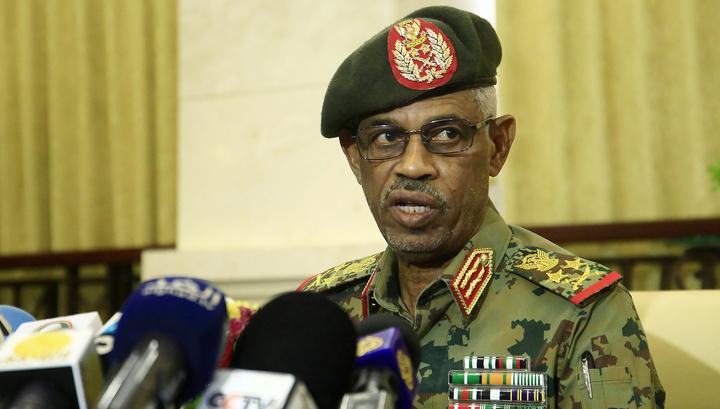Министр обороны Судана дал присягу в качестве главы Военсовета страны