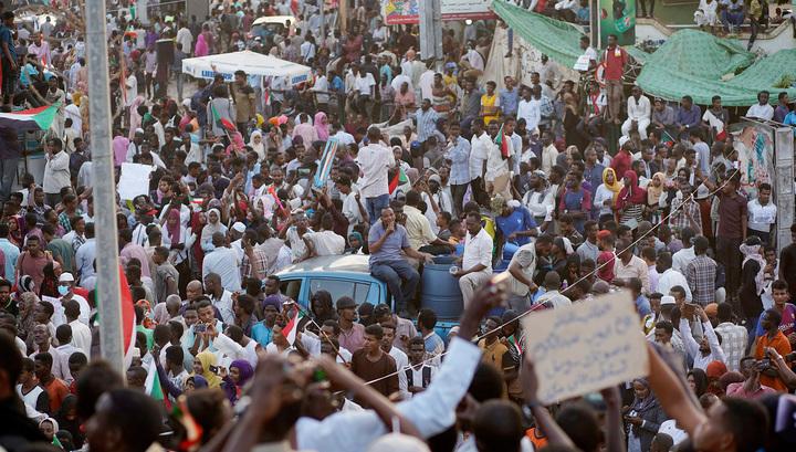Ключи от Африки достались военным. Великие державы озабочены